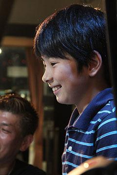 前田君のあまりにいい笑顔の写真が残っていたので。新聞各紙の記事は完全に彼が主役でした