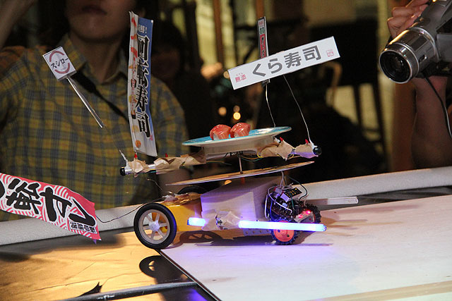 すきばやし次郎は「未来の回転寿司」をイメージしたコンセプトカーであり、軽快な音楽を流しながら寿司を回転させ突進する。ただし回転が弱いので敵に当たると寿司がすぐ止まる
