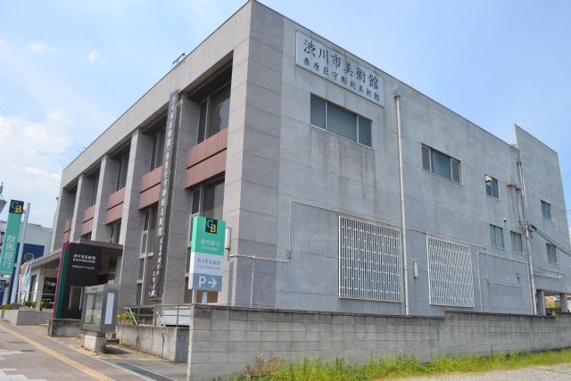 一見、銀行っぽい思ったら、やはり、むかし銀行だった建物の一部を美術館にしているとのこと