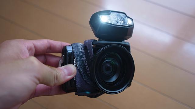 こうしてカメラとライトを固定して放り込むだけ(このカメラは後に洗濯機で壊れます)。