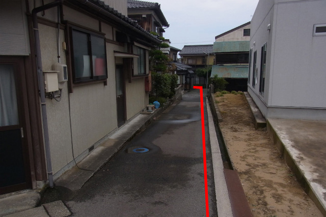 赤い線が県境、右が石川県、左が福井県