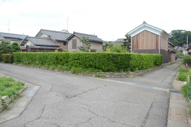 このお宅一軒分だけ、なぜか石川県側にはみ出している