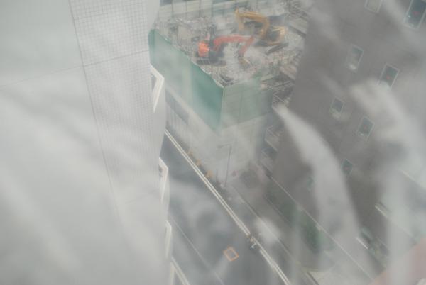 海底都市の解体工事。防水仕様のユンボが2台