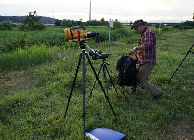 望遠鏡とハロゲンライトを使った観察キット。