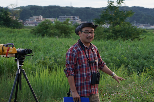 渡辺さんによる解説、指導を受けながら観察が行われる。