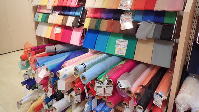 発見1)布売り場にあるロールは10m巻なので12mは買えない