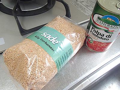 タルハナと材料を用意。他にバターやミント、唐辛子、塩など使うようです。