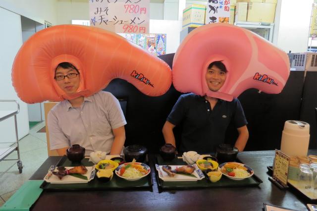 KIRIMIちゃん.の横にいるのは、KIRIMIちゃん.に恋する豚肉、ロースちゃんです