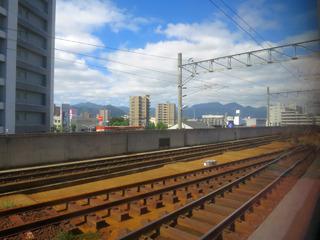 高架の札幌駅を出発