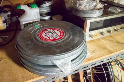 フィルムは1巻き15分、1時間作品なら4巻必要