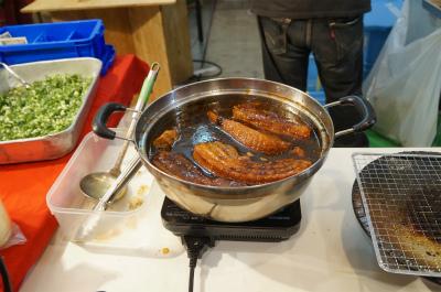 なぜか休憩コーナーの食べ物がやたらおいしそうだったのが気になりました。こちらは「炙り角煮めし」のコーナーにあった角煮。