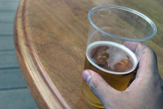 もちろん片手にはビール(2杯目)。最高だ