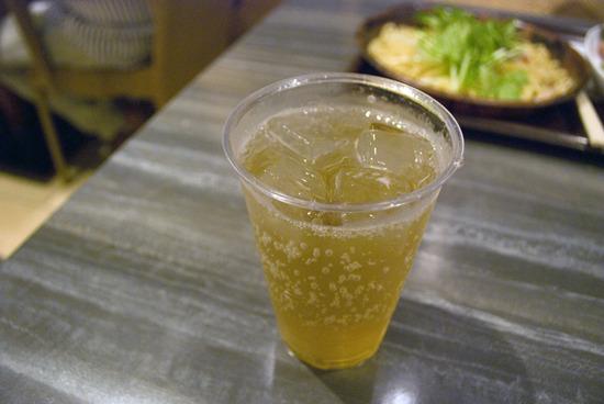 ビールばかりで飽きたら、カクテルにスイッチ。杏子酒とジンジャーエールの杏子ジンジャー