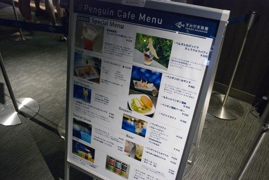 カフェではビールやカクテルを販売