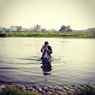 川での仕事風景は絵にはなる!