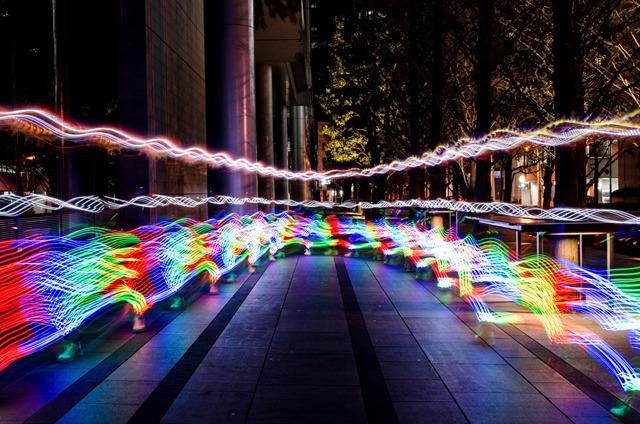 ジョセフ・ティム、ランニングアート「LEDの軌跡」より。