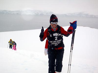 砂漠や南極を7日かけて250km走る極地レースに数多く出場され、日本初の7日間250kmトレイルレース「白山ジオトレイル」の実行委員長も務める極地ランナー赤坂剛史さん。