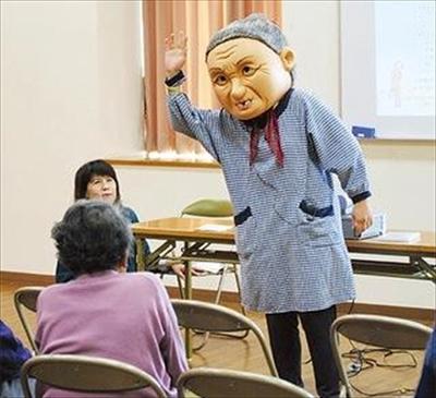 「不気味」とキニナル投稿されたおばあさん
