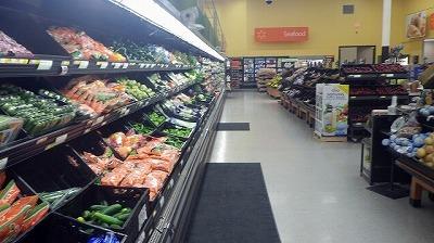 まずは野菜売り場へ。