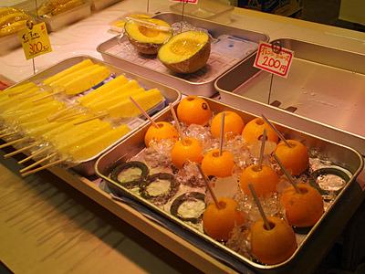 オレンジジュースという名称で、オレンジにストローを刺したものが売られていた。