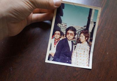 母の若いころの写真、それこそ事件に関与しているとしかいえなくて使いどころなかった