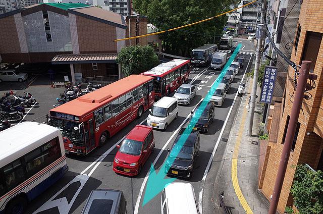 現在はバスがたくさん通る。