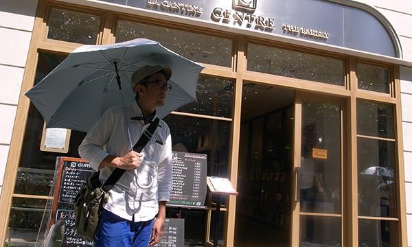 せっかくなので日傘をさして待つ