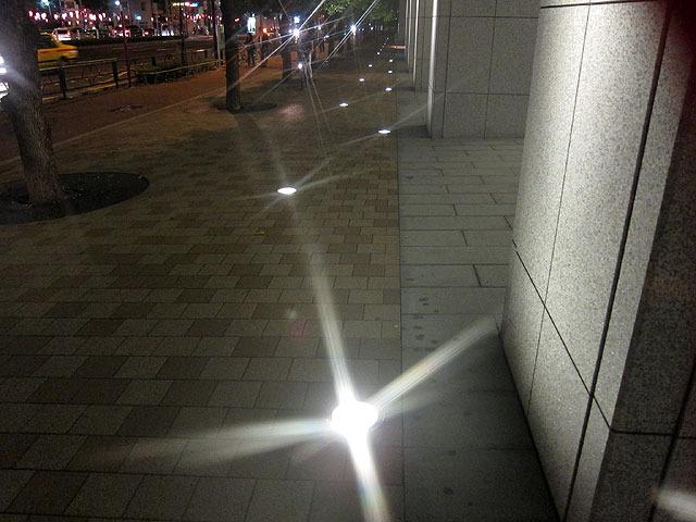 これがサンドペーパー。光の足が鋭く、そして長い。十字型でなく何本にも伸びているのもかっこいい。