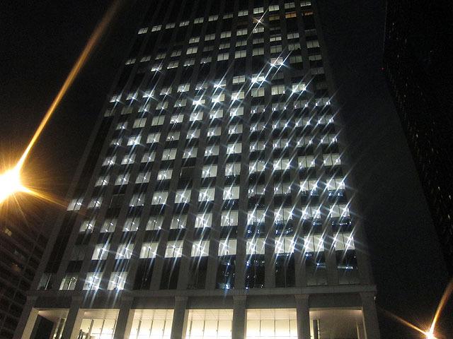 オフィスビルが高級ホテルに見える