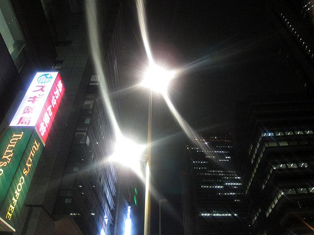 街灯のこの輝かしさ!