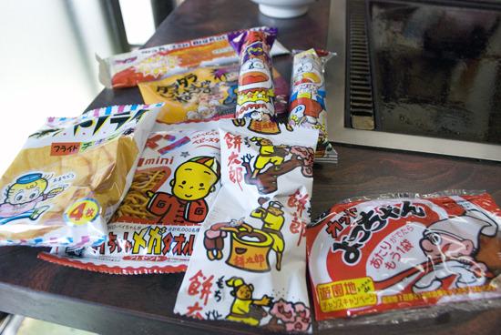 チョイスしたのはおなじみの駄菓子たち。しめて190円。安い