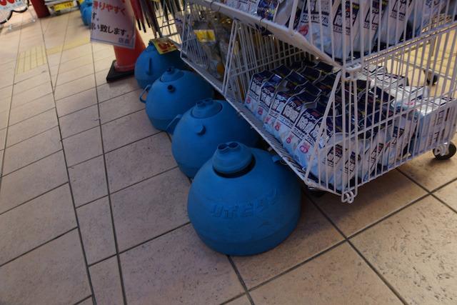 リポビタンは同じ形でブルー。集合するとかわいい。