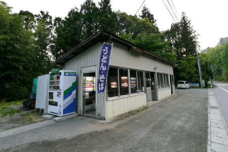 ちなみにココは群馬県にある、手作りそばが自動で買えるという自販機コーナー