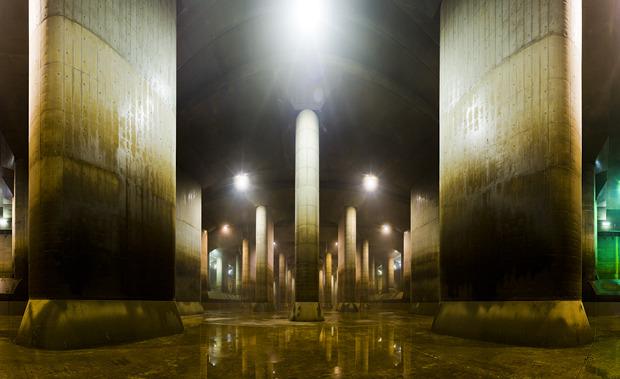 みんな大好き外郭放水路のあの柱群だって、地下水で施設が浮かないための重りだっていうじゃないですか。地下水すごい。(「500トンの柱が59本!」より)