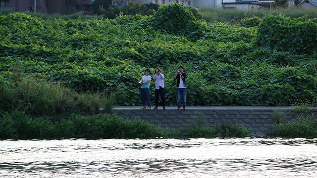 てくてくと歩いて神奈川に渡った3人