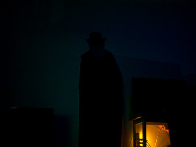 夜中目覚めたとき見ると本当に怖い。