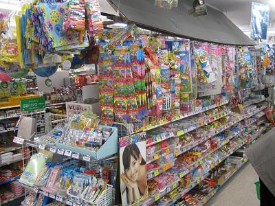 無数の玩具・駄菓子・オモチャ・おもちゃ