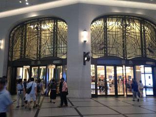 まずやって来たのは、うめだ阪急百貨店。