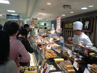 東武デパートに行ってみると、なんと「神戸コロッケ」が! しかも大行列。思わずまた買ってしまいました。