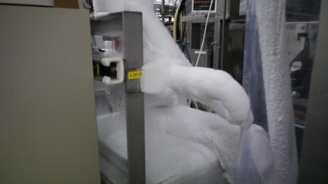 入り口にあった機械。アイスクリーム工場というとこういうイメージである。でも凍りついていたのはここを含め一部だけ。
