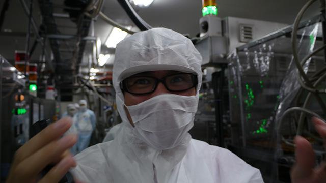 全力で言い訳をする地主さん。「落ちたのがラインの上だったら工場ごと止めていましたよ。」と藤井さんに恐ろしいことを言われていた。