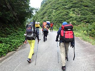 募集要項に「大鳥池まで登山(片道 約3時間半)ができる健康な方」とあったのが、今更ながら不安だったりする。