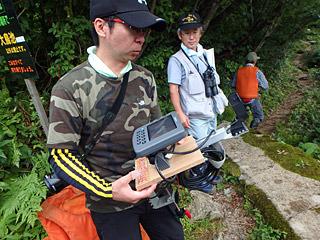 佐藤事務局長が知人から借りてきたエコーサンダー。これで湖の底深くを泳ぐタキタロウを探すことができる。