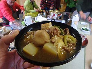 夕飯は山形名物の芋煮でテンションが上がる。コンニャクは無事見つかったようで、ちゃんと入っていた。