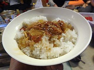 芋煮でお腹いっぱいになったところで、中華丼が出てきたよ。