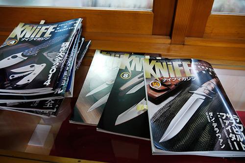 隅っこの方にナイフ誌が置いてあった。見たことないジャンルの専門誌って気になる。隔月誌なのか