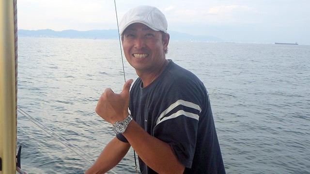 手とり足とりサメ釣りをガイドしてくださるSeaRideの野田船長。爽やかなナイスガイだ。