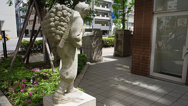 二宮金次郎像。