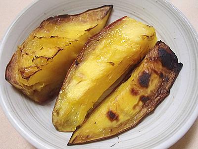 焼き芋みたいな見た目だが香りはマンゴー。
