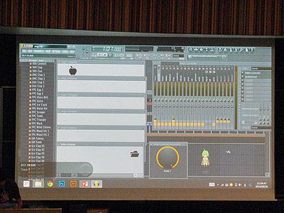 FLStudioという音楽ソフト上で動くゲーム(フォルダアイコンを動かして上から降ってくるりんごをキャッチする)。明治大学FMS1年、小渕豊さん作